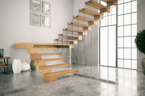 Elegante Holztreppe mit Glasgeländer