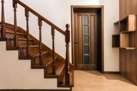 Treppe und Geländer aus Holz