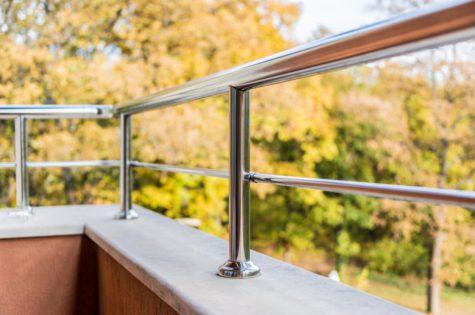 Metallgeländer auf Balkon