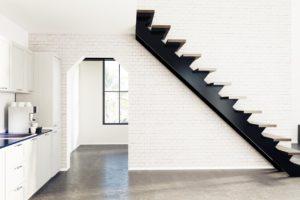 Moderne Treppe im Industriestil