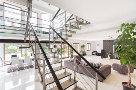 Moderne Treppe für ein Apartment