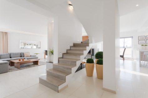 Eine moderne Steintreppe