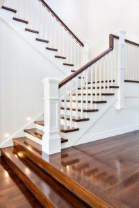 Eine Holztreppe für ein Haus