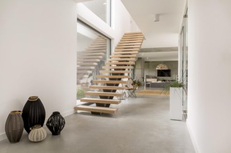 Moderne Treppe aus Holz