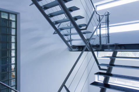 Moderne Treppe aus Stahl