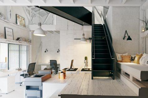 Stahltreppe in modernem Apartment