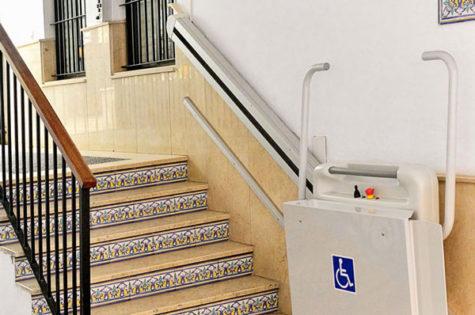 Rollstuhllift für Aussentreppe